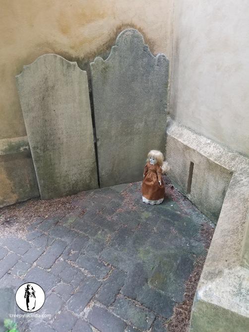 sc_cemeterystones_lg